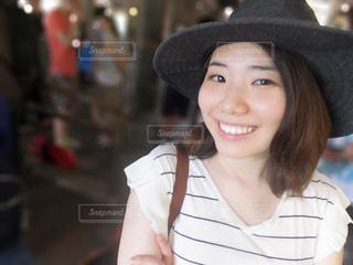 帽子をかぶっている人の写真・画像素材[1270057]
