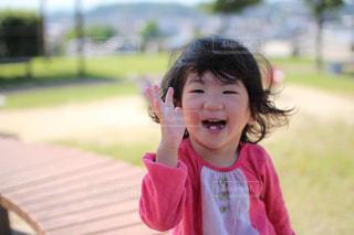 公園にいる女の子の写真・画像素材[1375453]