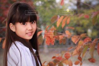ストレートヘアの女の子の写真・画像素材[1595634]
