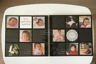 ましかくアルバムで子どもの成長記録の写真・画像素材[2701396]