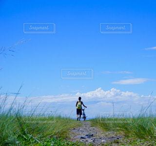 自然,海,夏,屋外,青空,散歩,少年,レジャー,お散歩,ライフスタイル,おでかけ