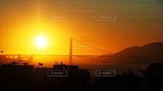 夕日のゴールデンゲートブリッジの写真・画像素材[1001753]