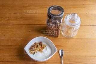 木製のテーブルで朝食の写真・画像素材[2877775]