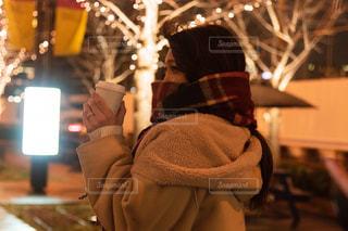 女性,1人,マフラー,イルミネーション,コーヒーカップ,アンバサダー,グランフロント大阪,シャンパンゴールド