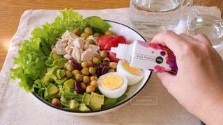 食べ物,屋内,テーブル,果物,トマト,野菜,皿,健康的,レモン,サラダ,美容,ドリンク,木目,食材,ファストフード,鉄分,健康管理,ミネラル補給,ベースミネラル