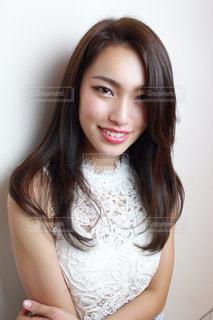 白いシャツの女 - No.856342