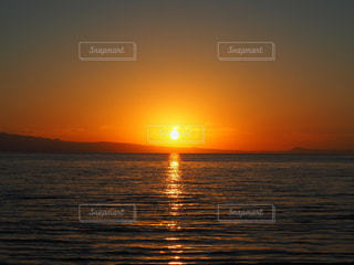 水の体に沈む夕日 - No.856361