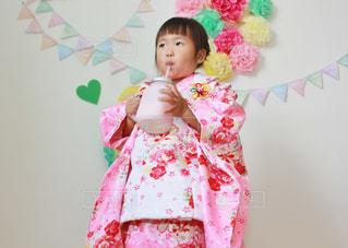 ピンクのドレスの少女の写真・画像素材[714522]