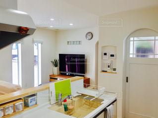 キッチン シンクとウィンドウの写真・画像素材[1008988]