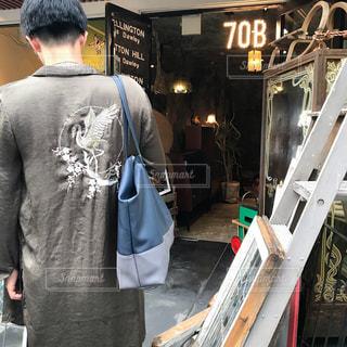 男性,メンズ,京都,後ろ姿,男,21歳,アンティーク ショップ