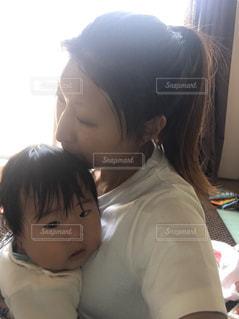 赤ん坊を抱える女性の写真・画像素材[741208]