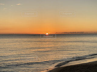 海に沈む夕日の写真・画像素材[3583355]