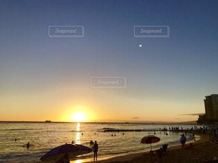 水平線の夕焼けの写真・画像素材[956856]