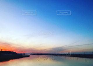 夕焼けの川面 - No.966319