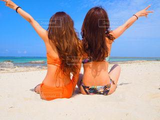 女性,海,空,夏,後ろ姿,水着,沖縄,観光,浜辺,旅行,旅,リゾート,快晴,久米島