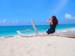 女性,海,空,夏,後ろ姿,沖縄,観光,浜辺,旅行,旅,リゾート,快晴,久米島,はての浜