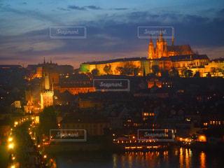チェコのプラハ城とカレル橋の写真・画像素材[2659160]