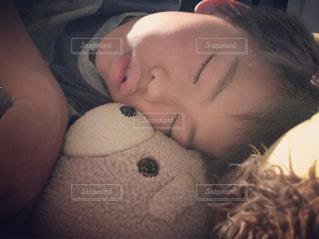 男子,子供,ぬいぐるみ,睡眠,お昼寝,目,ほのぼの,まつげ
