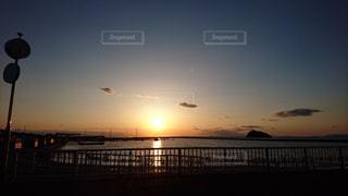 海に沈む夕日の写真・画像素材[986497]