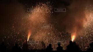 空に打ち上げられた花火の写真・画像素材[2449141]