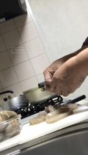 今夜の夕飯、調理中の写真・画像素材[2675154]