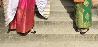 ピンクの傘を持っている人の写真・画像素材[2739130]