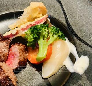 ブロッコリーと一緒に食べ物の皿の写真・画像素材[2813488]