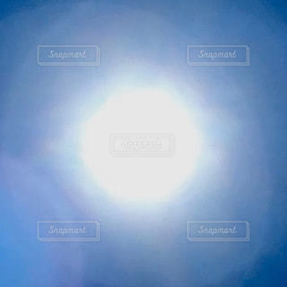 空,屋外,太陽,白,水色,光,ぼかし,シンプル,フレア