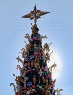風景,空,太陽,白,水色,光,クリスマス,たくさん,USJ,装飾,クリスマスツリー,空気,日中,オーナメント