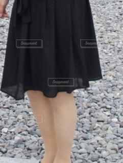 ファッション,屋外,足,黒,ドレス,スカート,人物,人,地面,石,コーディネート,コーデ,お宮参り,私,ブラック,50代,黒コーデ,ファッション ・ デザイン
