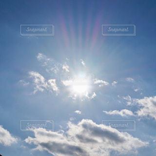 空,屋外,太陽,白,雲,水色,日光,光,眩しい,くもり,自然光,日中