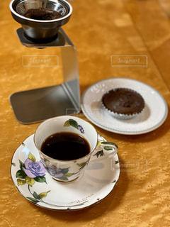 テーブルの上のコーヒー1杯の写真・画像素材[2893532]