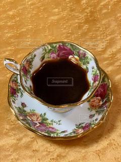 テーブルの上のコーヒー1杯の写真・画像素材[2893548]