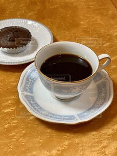 テーブルの上のコーヒー1杯の写真・画像素材[2894060]
