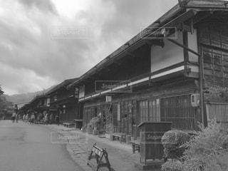 建物の白黒写真の写真・画像素材[2915387]