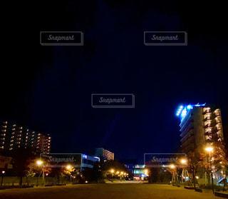 夜の街の眺めの写真・画像素材[2989596]