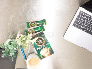 オフィスでのコーヒータイムの写真・画像素材[1295923]