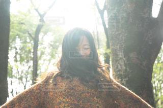 近くに森の女のアップの写真・画像素材[1594921]