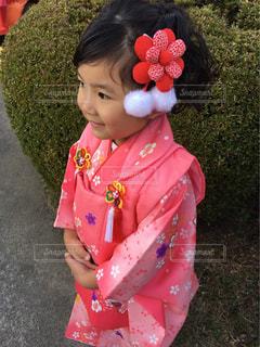 ピンクのシャツの女の子の写真・画像素材[845379]
