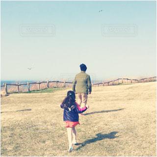 凧の飛行少女の写真・画像素材[950042]