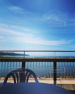 海を見渡すベンチの写真・画像素材[1313284]