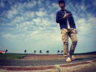 野球場に立っている人の写真・画像素材[1697623]