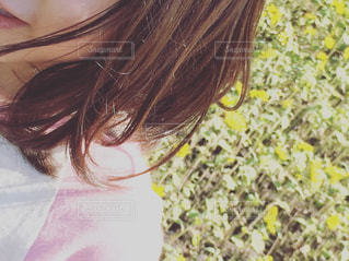 揺れる髪の写真・画像素材[2285815]