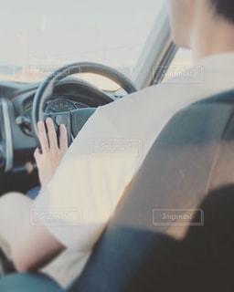 車を運転中の写真・画像素材[2332099]