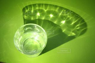 コップの水の写真・画像素材[4416935]