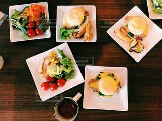 食べ物,コーヒー,食事,ランチ,野菜,サラダ,エッグベネディクト,サムシンニューヨーク