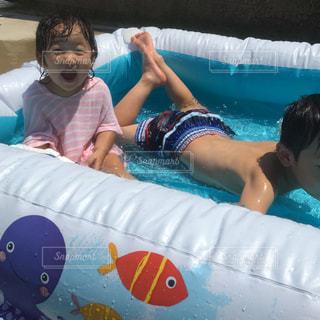 プールで遊ぶ子の写真・画像素材[1393798]