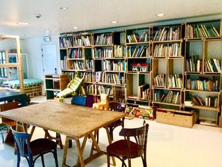 本 本棚 椅子 テーブル くつろぎ リビング 図書 暮らしスタイル