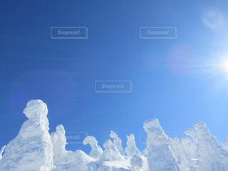 雪に覆われた山の写真・画像素材[765997]