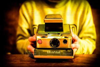 カメラを持っている人の写真・画像素材[772616]